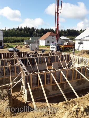 цокольный этаж из бетона, процесс заливки